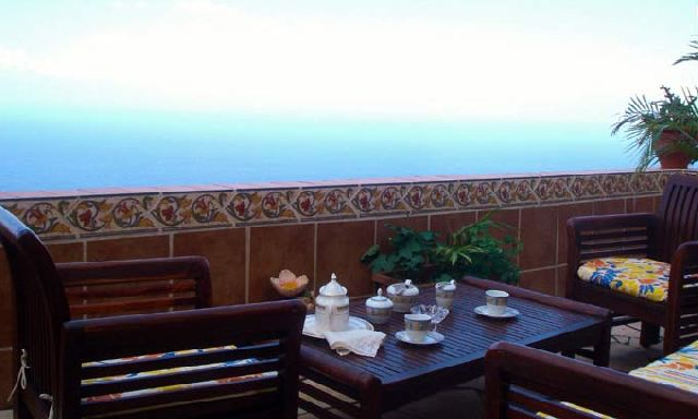 Ferienwohnung Appartments Los Faroles - Penthouse Atlantis mit Terrasse und Jacuzzi - Teneriffa Nord