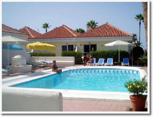 Kanaren urlaub ferienhaus bungalowanlage claveles auf gran for Moderne hotels kanaren
