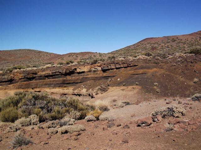 Gesteinsschichten bei Arenas Negras im Teneriffa Nationalpark