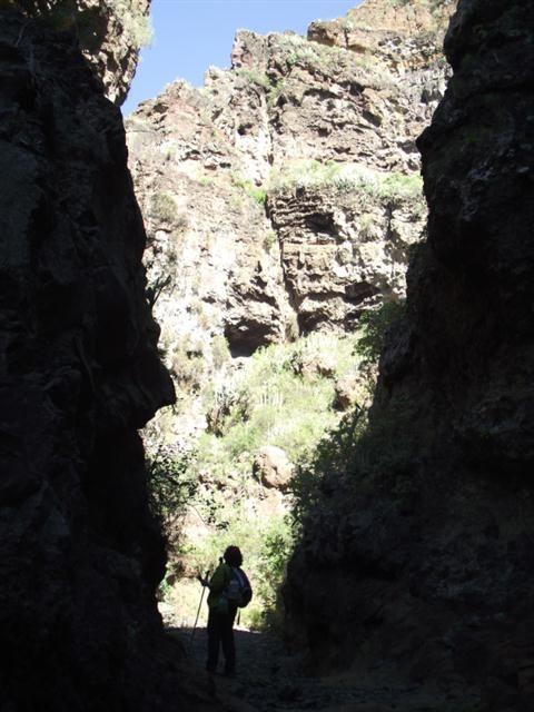 Wandern durch die Schlucht zur Galeria Salto de Topo Chije